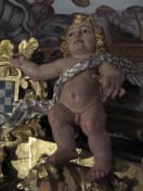 10.ANGELES COLOCADOS EN REMATE DEL RETABLO